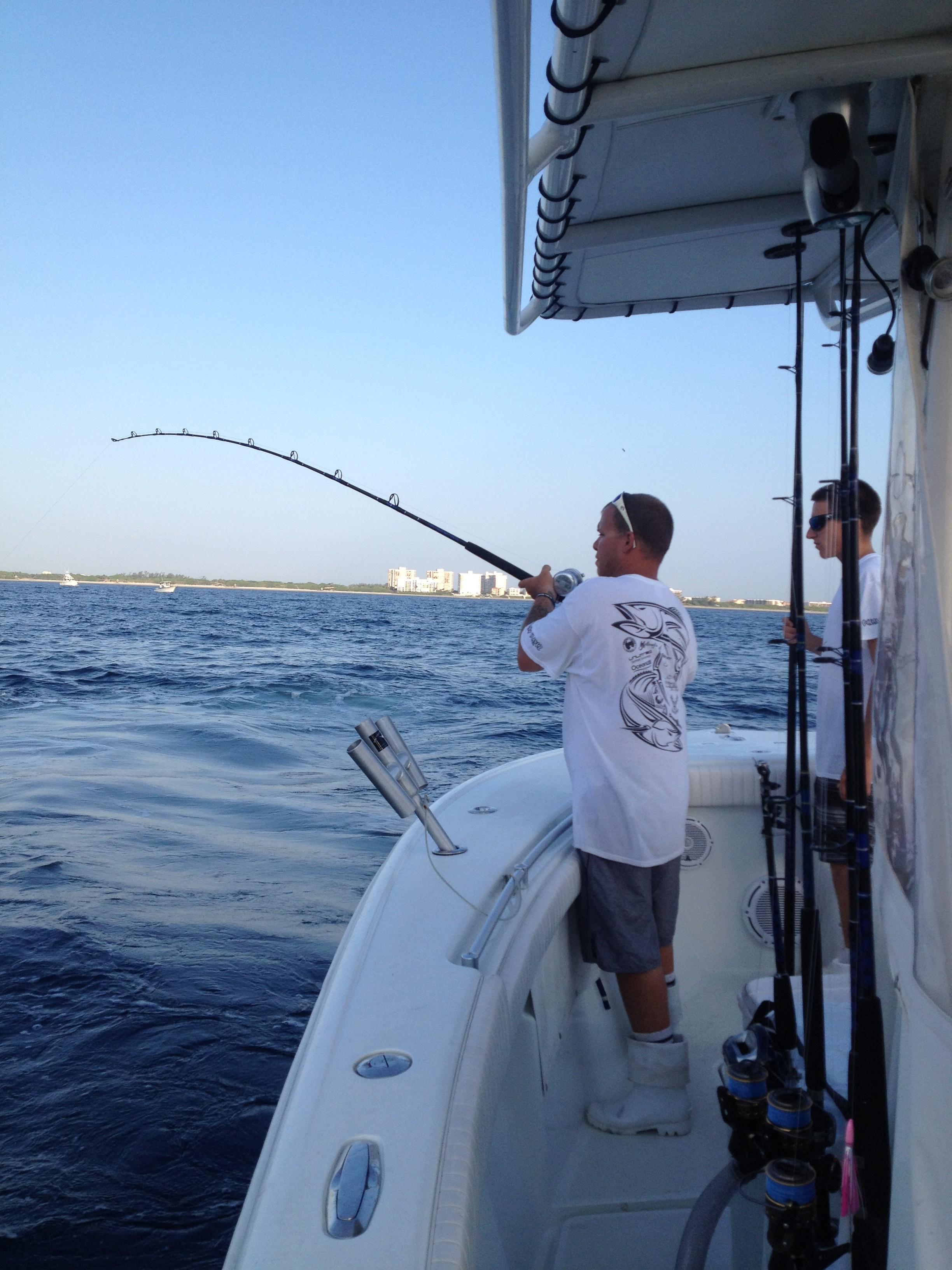 Joe on a kingfish on the Yellowfin 23